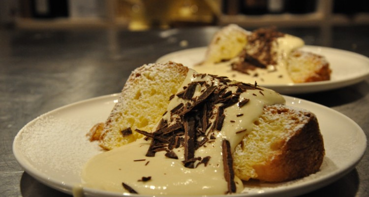 Panettone with mascarpone sauce